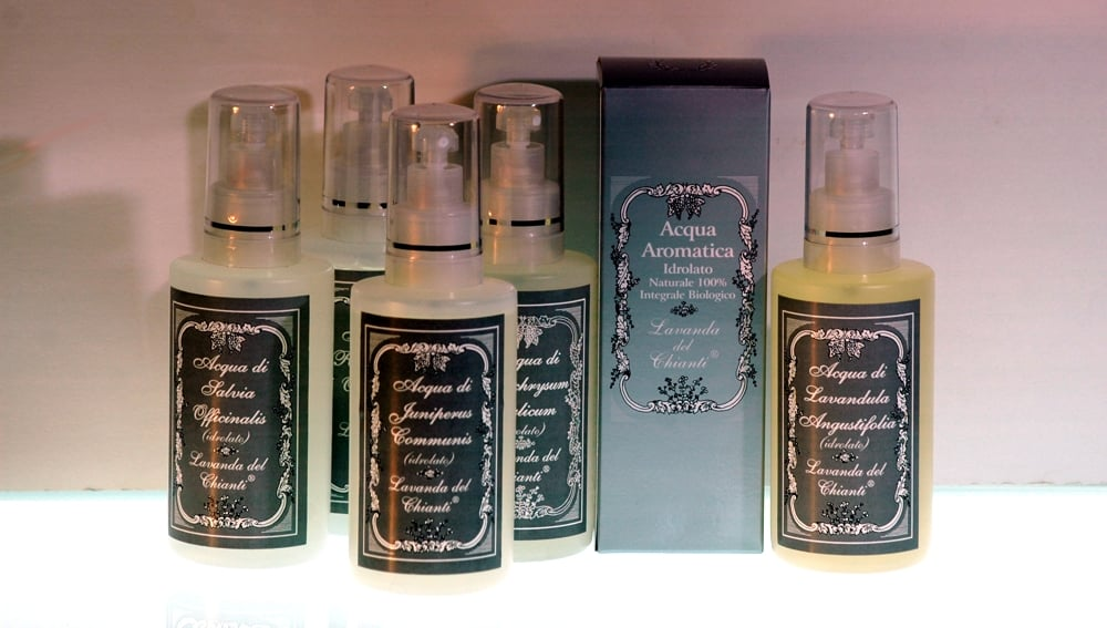 Aromatic waters for personal care and skin hygiene in spray pack