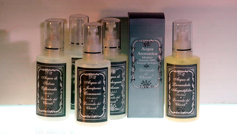 Acque aromatiche per la cura della persona e l'igiene della pelle in confezione spray