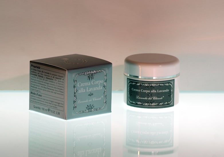 Cream with essential oil of rosemary and lavender to deeply tone the skin of the body