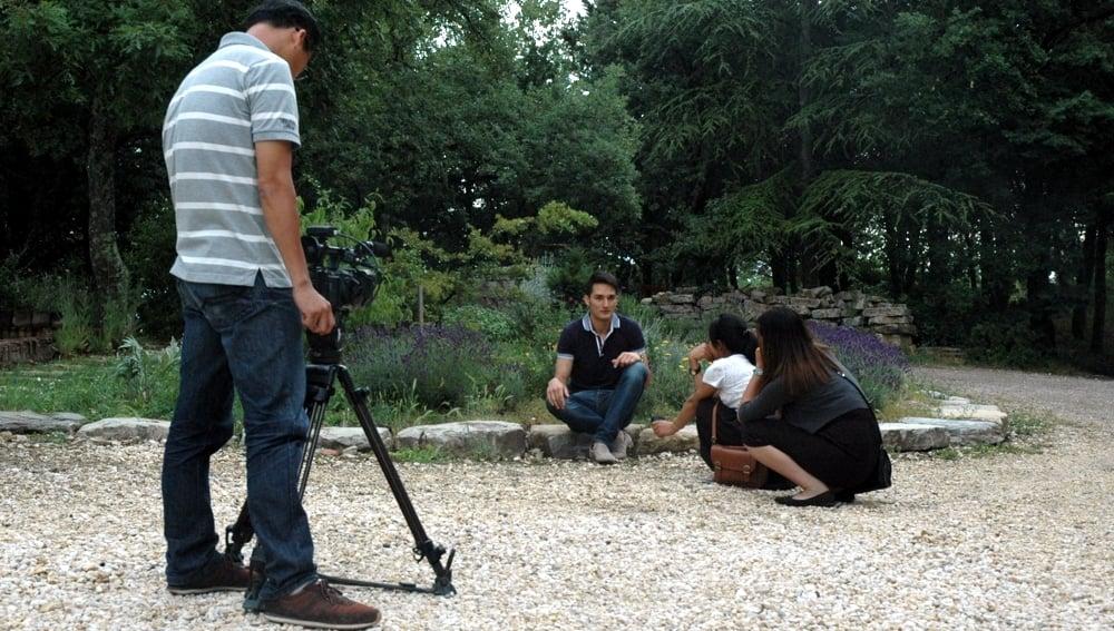 Riprese ambientali della televisione del Vietnam al nostro centro di produzione per un documentario