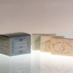 Soap based on essential oils and natural fragrance