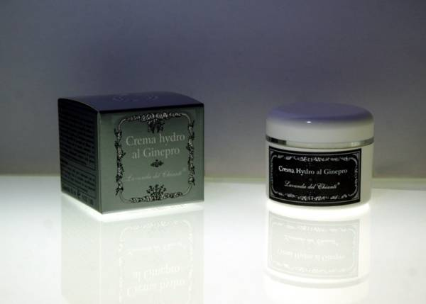 Crema profumata con ginepro, menta e canfora per un tonificante massaggio